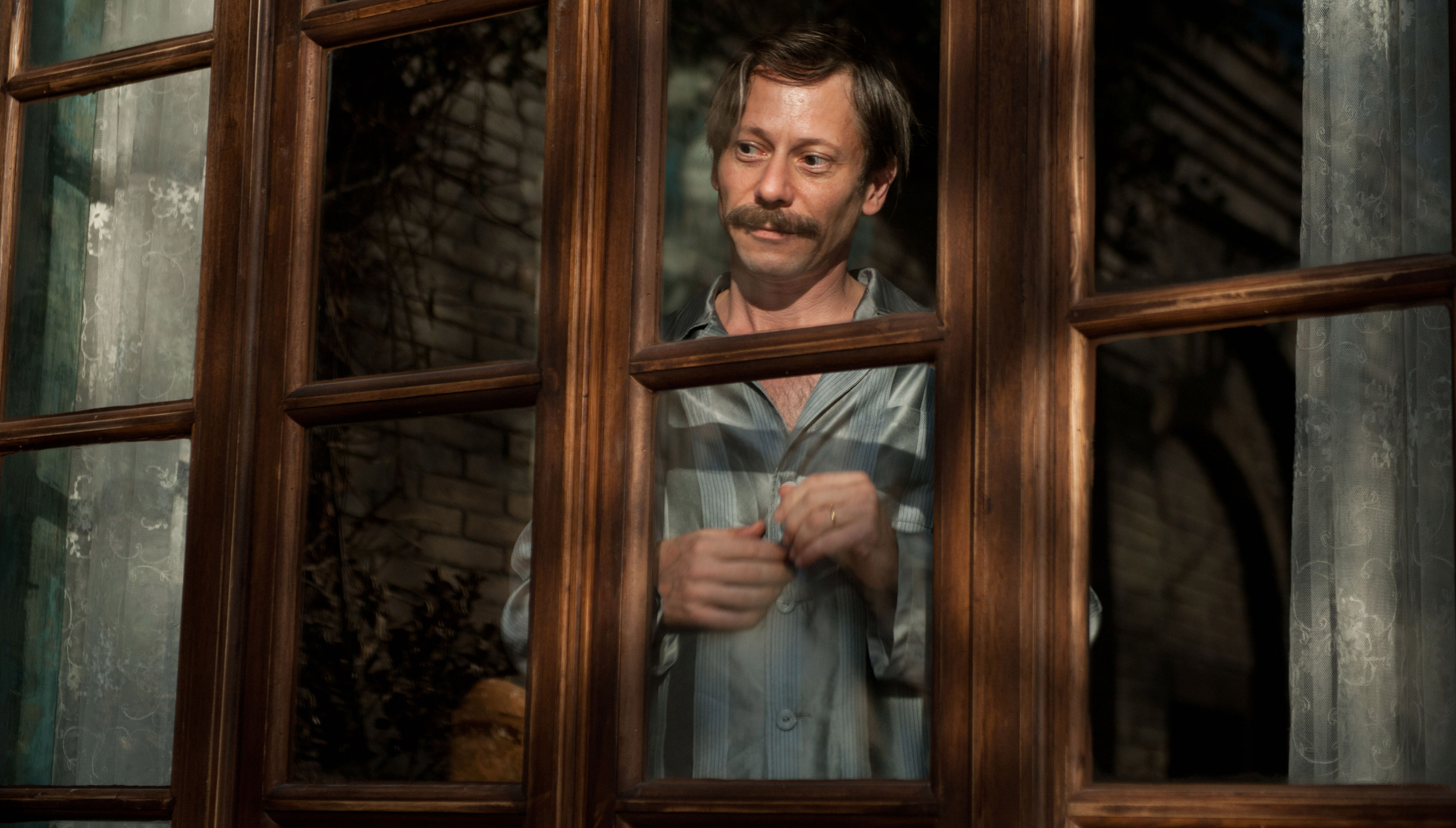 mathieu-amalric-chicken-with-plums